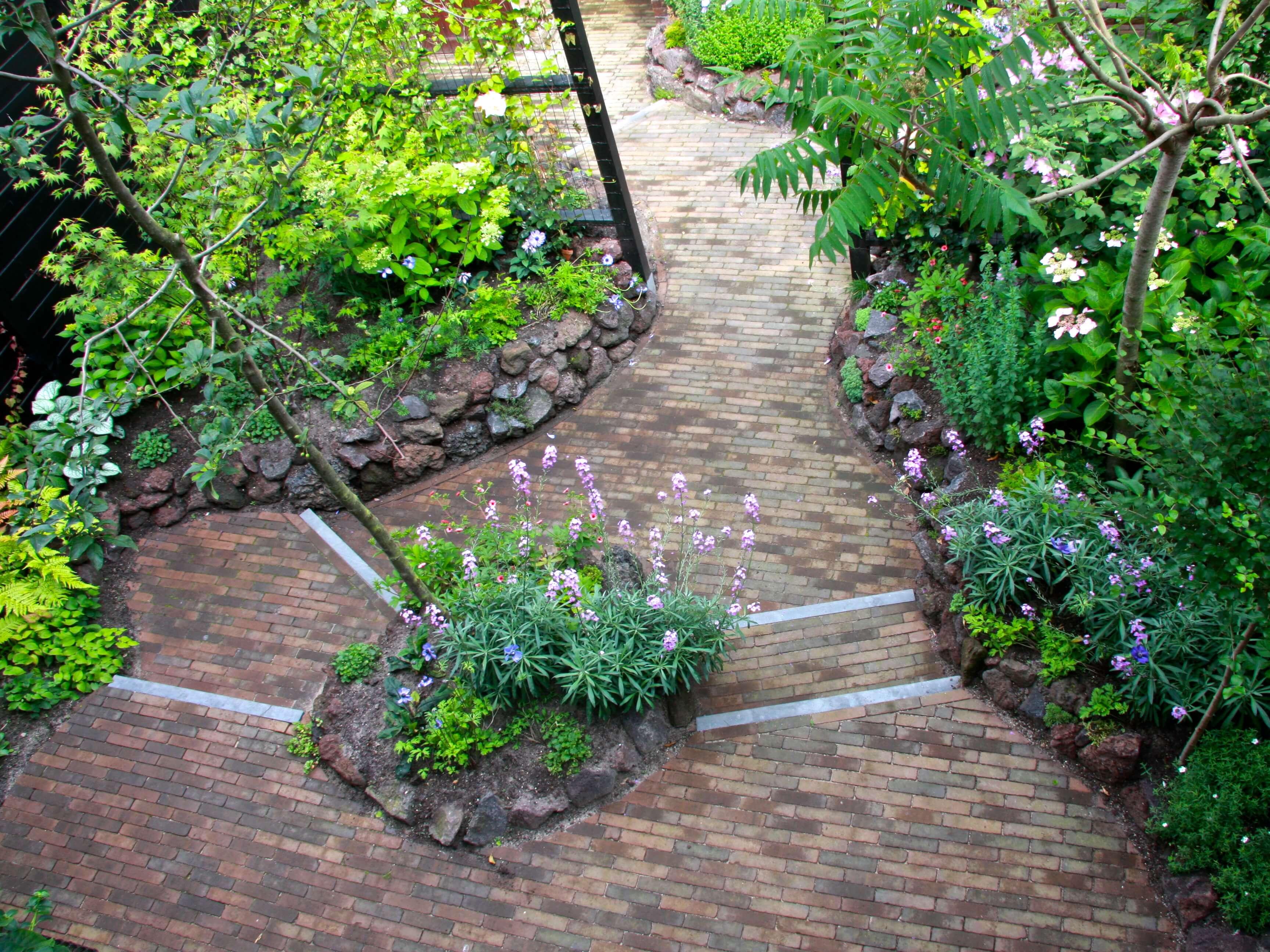 intieme nieuwe tuin